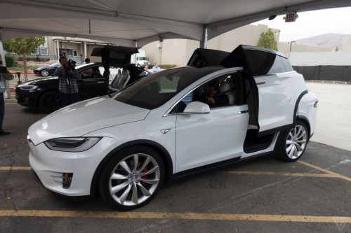 tesla-model-x-launch-023-2040.0-500x333